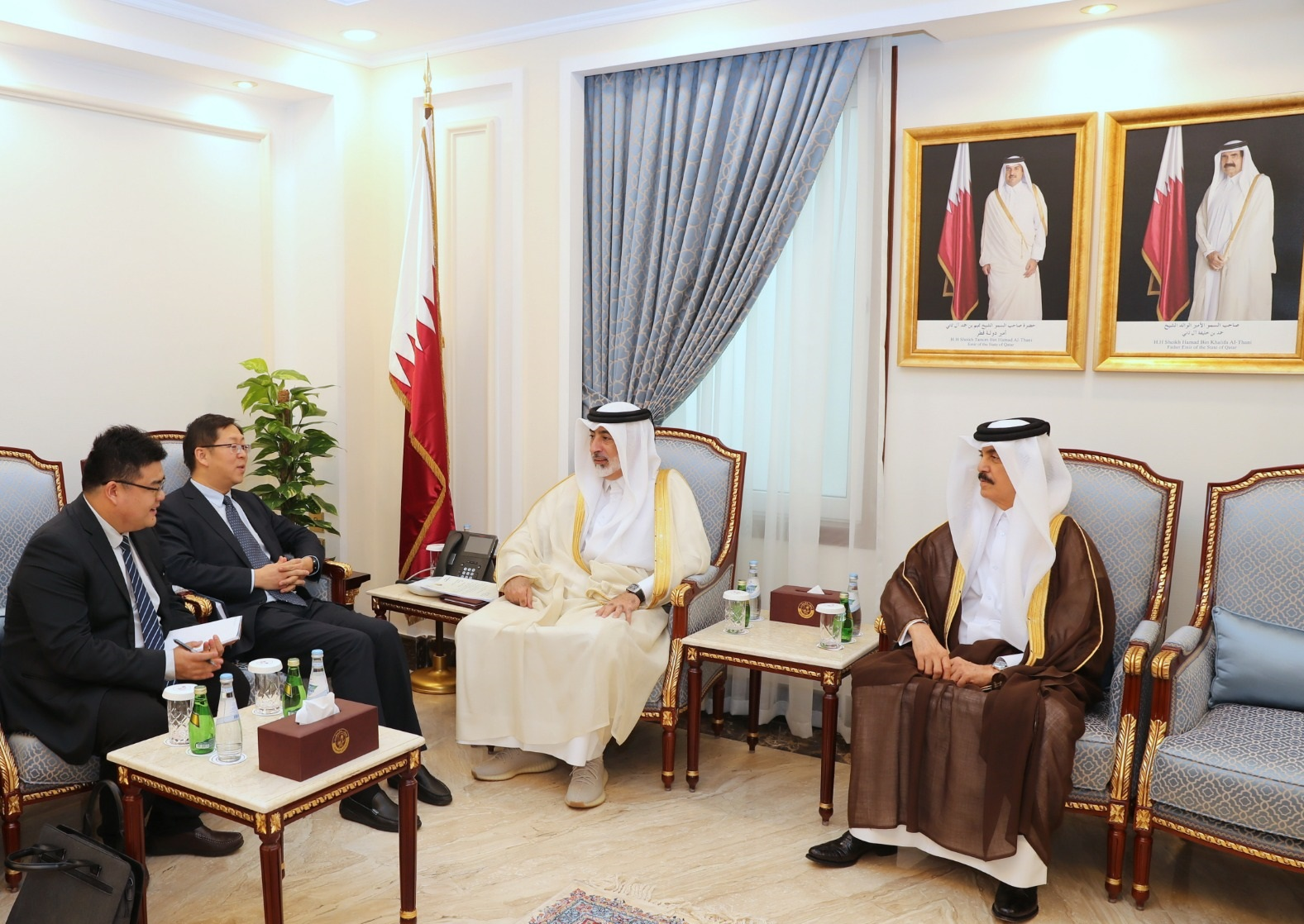 Rapporteur of Shura Council's Internal and External Affairs Committee Meets Chinese Official